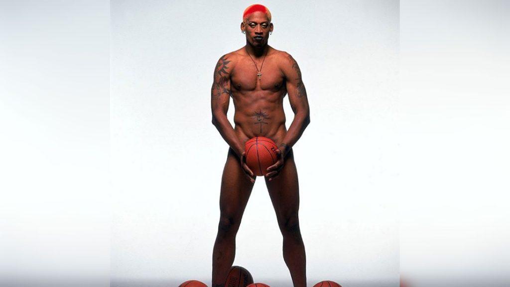 Dennis Rodman fue el chico malo de la NBA, en la cancha destacó por su poder defensivo, pero también fue el rey del escándalo.