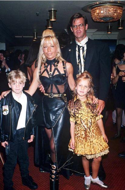 Donatella Versace y sus hijos Allegra y Daniel