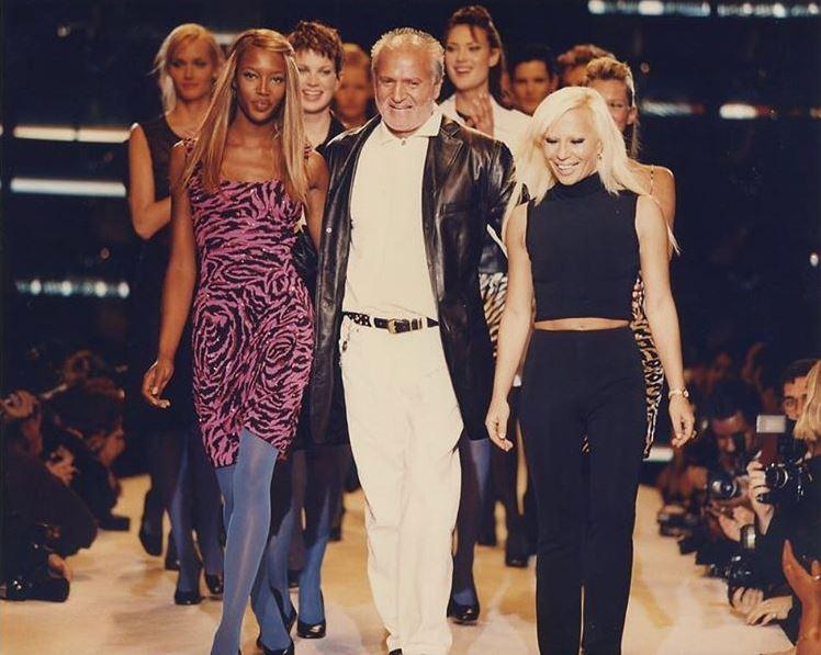 Gianni y Donatella Versace juntos en un desfile