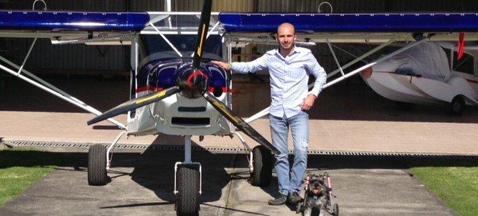 Imanol Landeta comparte su amor por los aviones y las motos al igual que su papá Manuel Landeta