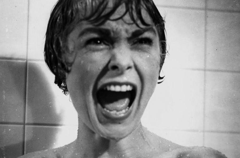 El cineasta británico, Alfred Hitchcock dejó un importante legado en el cine de terror, pero fue justo esto uno de los datos curiosos que lo caracteriza al tener miedo a ver sus propias películas.