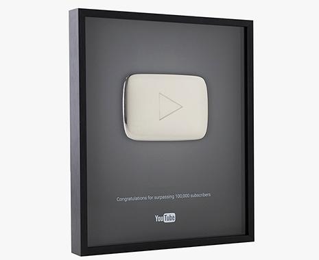 placa o botón de plata  de youtube