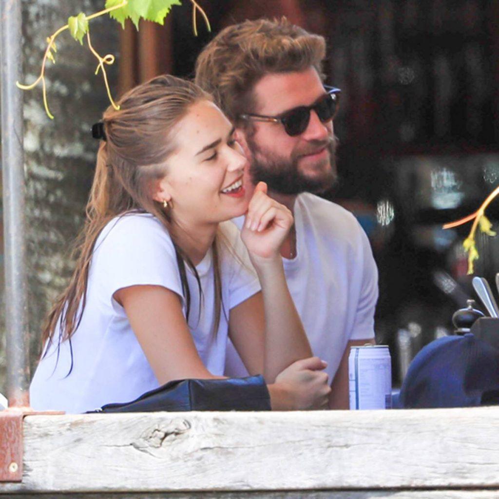Liam Hemsworth, junto a su novia actual Gabriella Brooks, pasando tiempo de calidad.