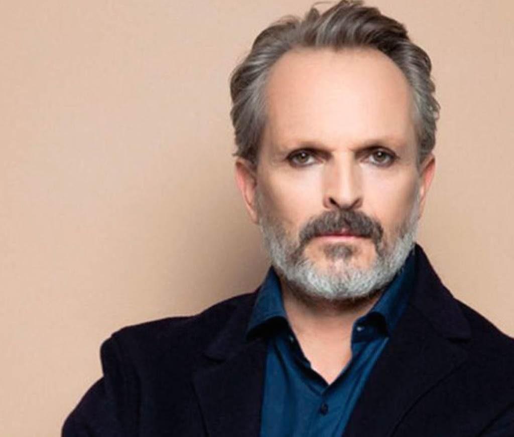 Miguel Bosé, se postra en el cierre de la tercera temporada de La Casa de las Flores
