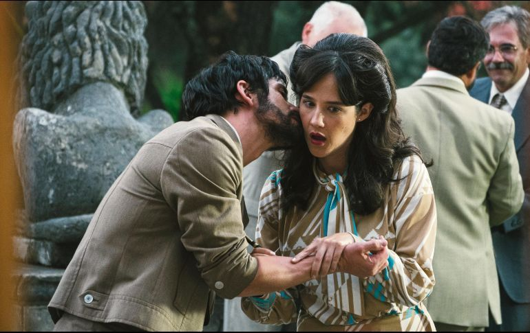 A lo largo de la serie de Netflix, se ve como Ernesto (Arturo Ríos), sacrifica al amor de su vida que era Carmela.