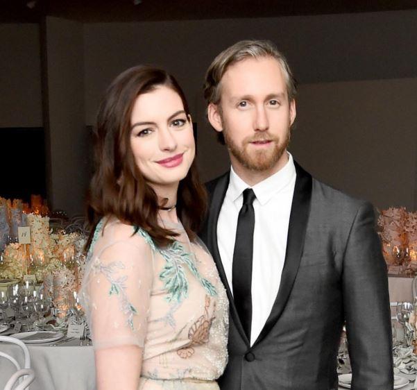 Anne Hathaway y su esposo Adam Shulman