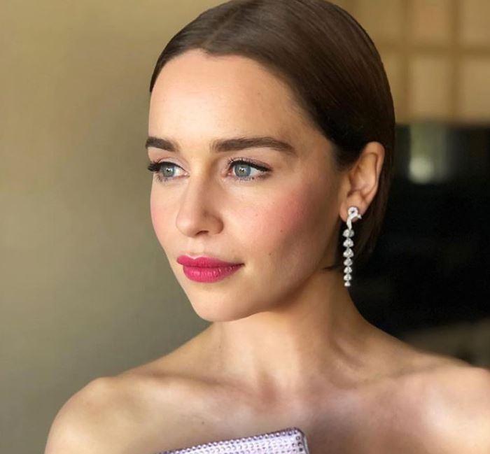 Emilia Clarke ha declarado cuidar su piel desde los 10 años