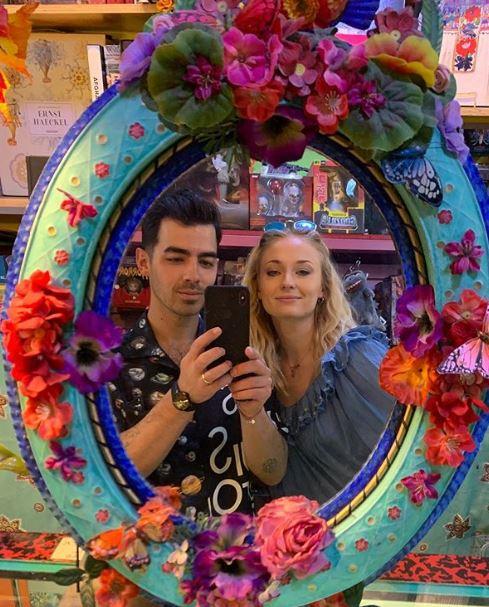Sophier Turner y Joe Jonas en una selfie romántica