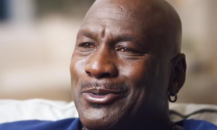 Michael Jordan tiene los ojos amarillos