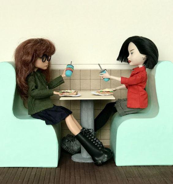 Artista rusa independiente hace muñecas de Daria y Jane