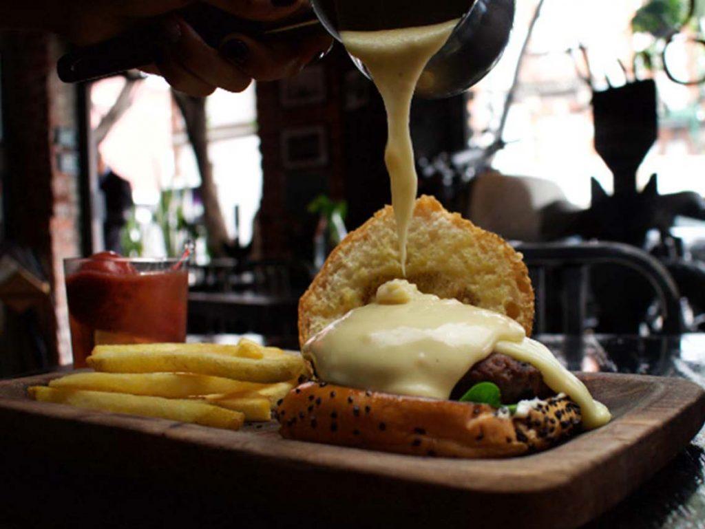 hamburguesa con queso fondue