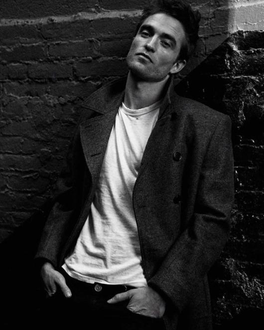 sensual guapo Robert Pattinson