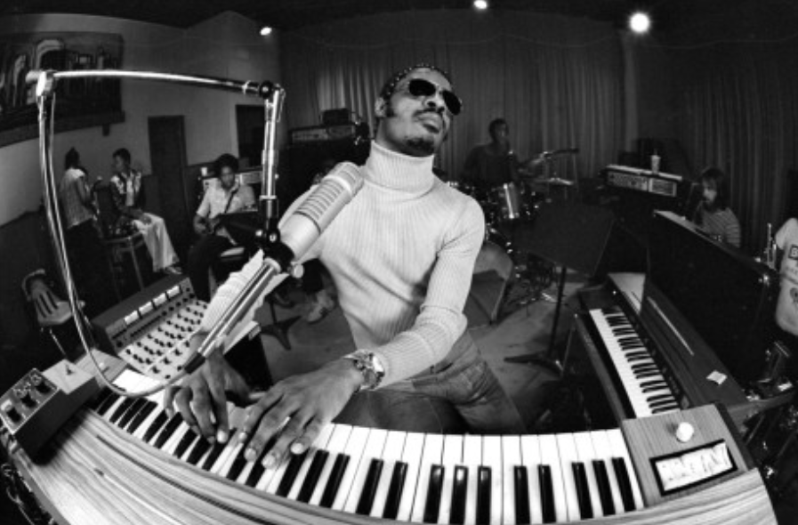 Stevie Wonder momentos icónicos vida carrera musical