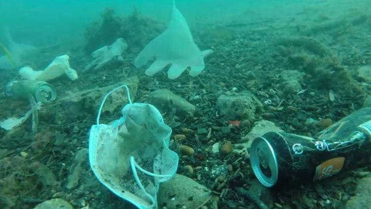 Cubrebocas contaminan océanos