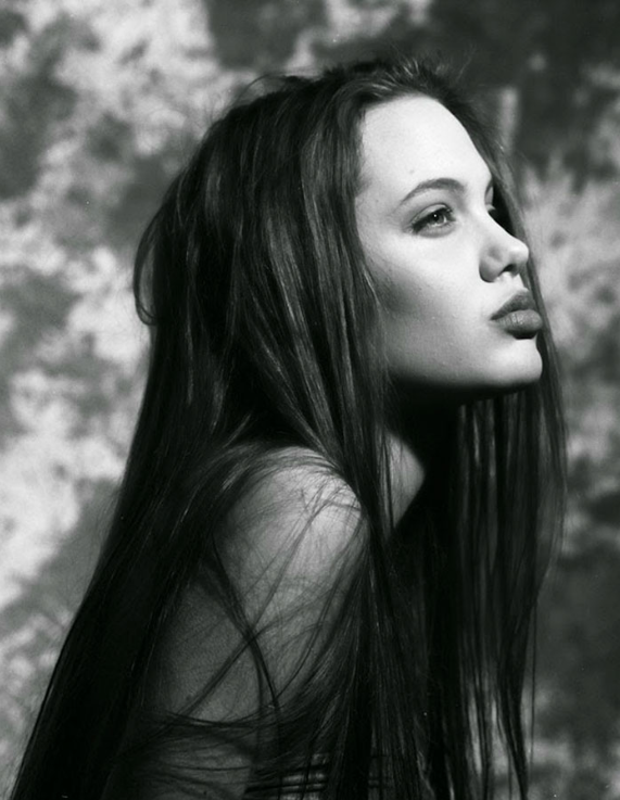 Angelina Jolie antes joven