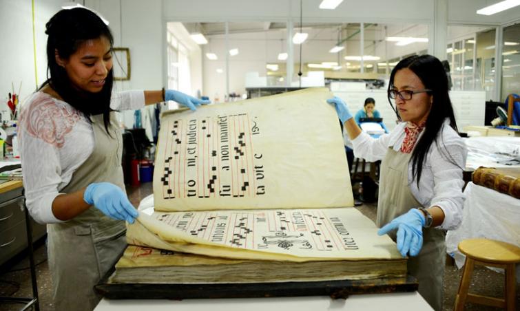 libros enormes medievales