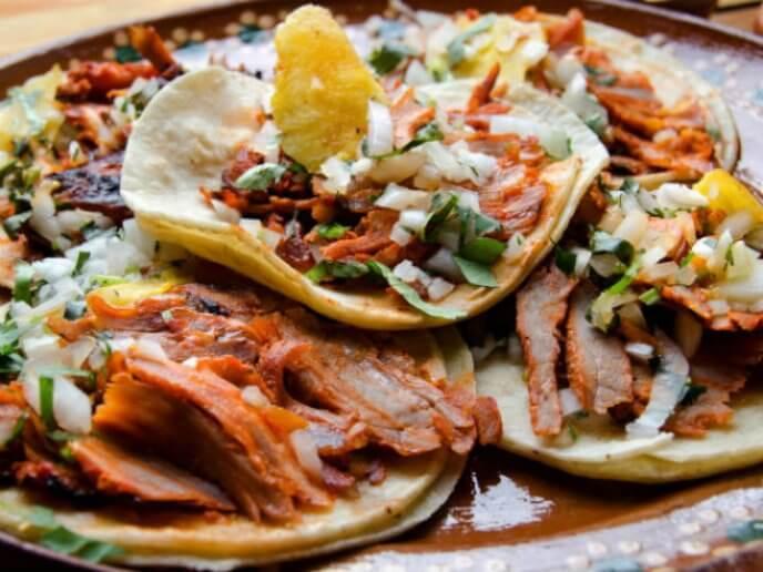 Receta para aprender a cocinar un mini trompo al pastor desde casa y comer ricos tacos