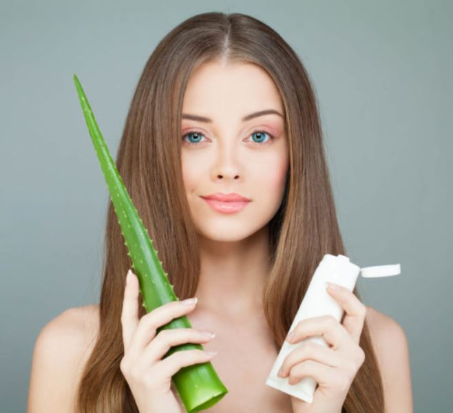 la sábila en tratamientos capilares, ayudará a hidratar el cabello, darle brillo, y mantenerlo fuerte y saludable.