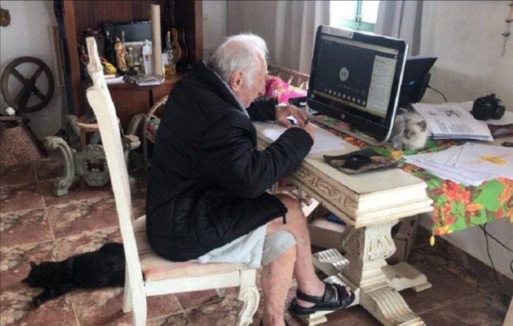 abuelito 92 años toma clases arquitectura