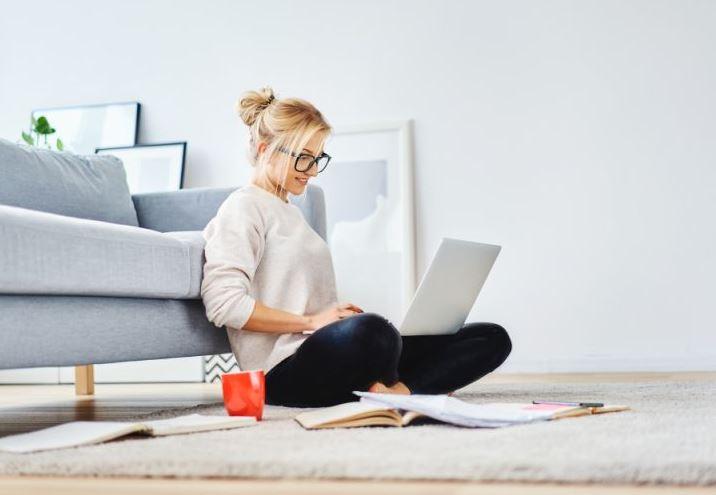 Cómo cuidar tu postura mientras haces home office.