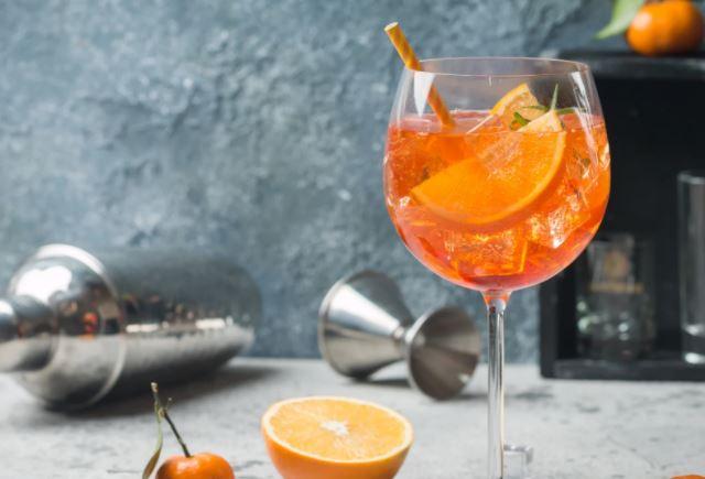 Qué es el cóctel Aperol Spritz y cómo prepararlo