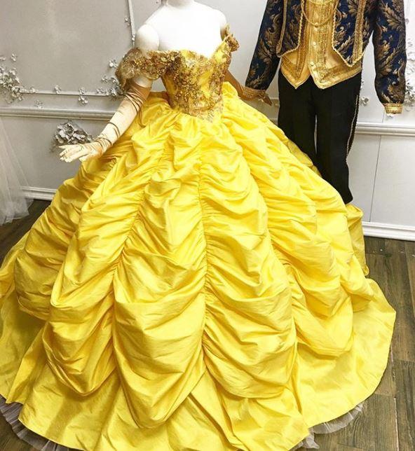 Papá diseñador hace vestidos de Princesas Disney