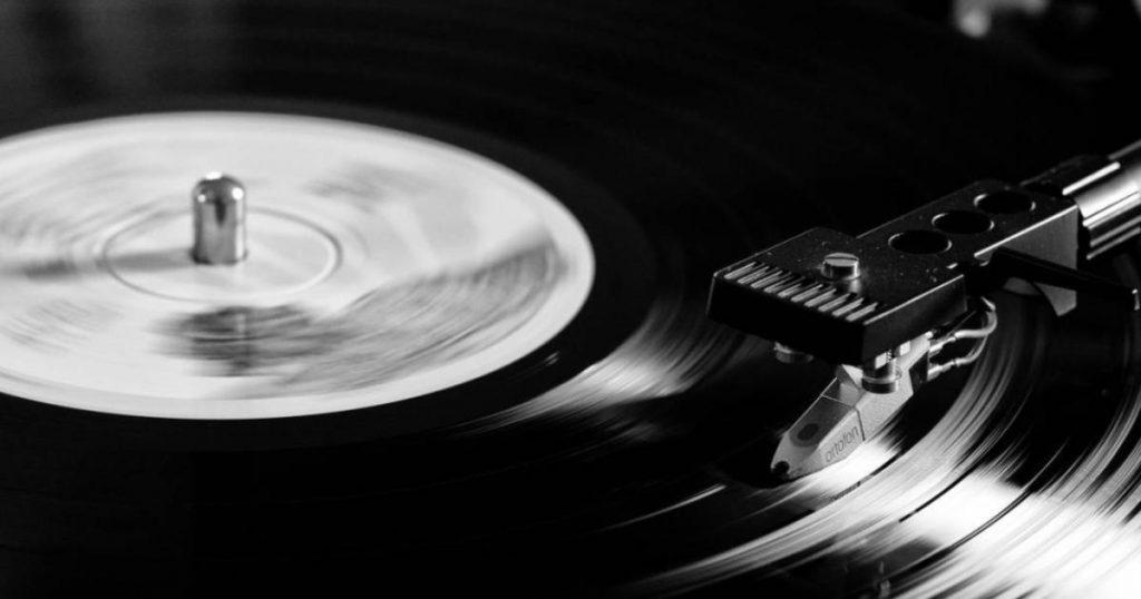 Ventas-vinilos-superan-CD's-primera-vez-en-34-años