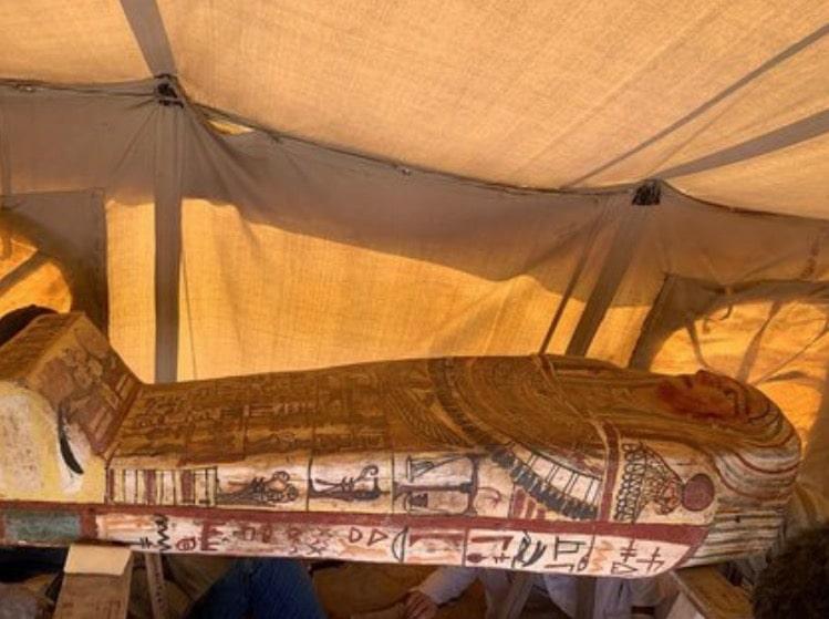 encuentran sarcófagos egipto saqqar