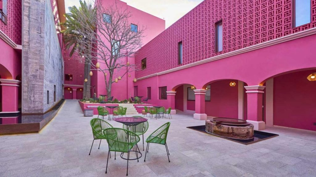 hotel totalmente rosa Oaxaca