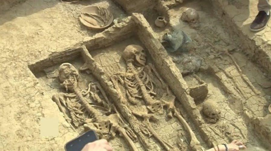 tumbas esqueletos gigantes