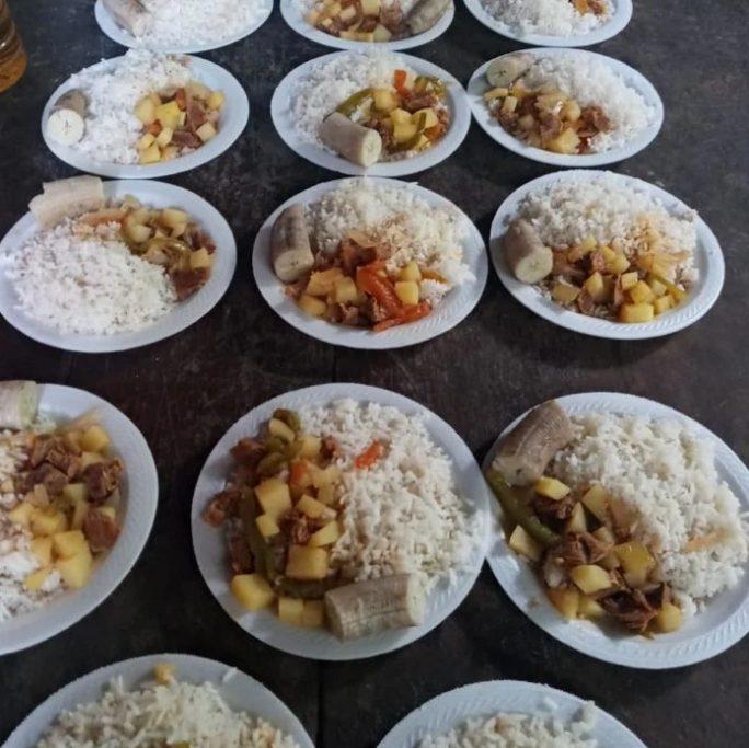 lady vulgaraza youtuber ayudar niños comedor