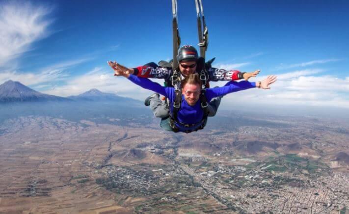 5 lugares para lanzarse del paracaídas