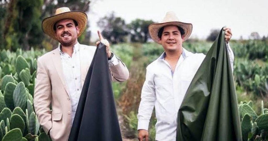 Adrián López-y-Marte Cázarez-Guantes-de-Box-Cuero-de-nopal