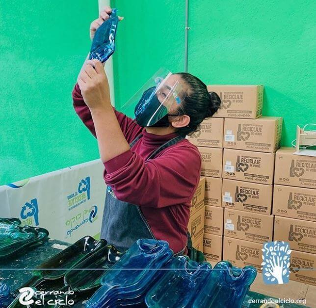 Cerrando el ciclo: una asociación civil que le da una segunda vida a las botellas
