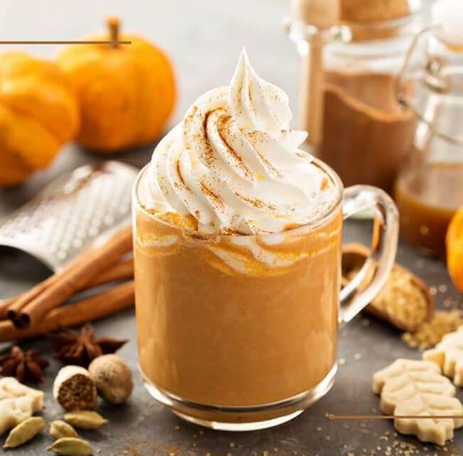 Receta para preparar un Pumpkin Spice Latte. Café con leche… ¡y calabaza!