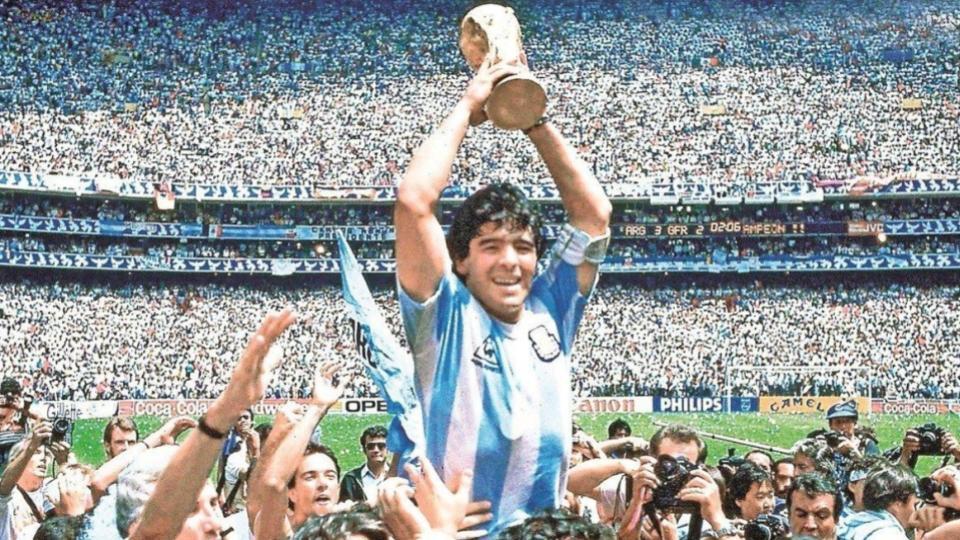 Diego-Armando-Maradona-Muerto-3