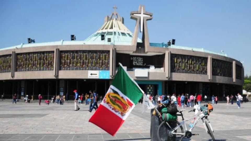 Fieles-visitan-Basilica-de-Guadalupe-antes-del-cierre-2