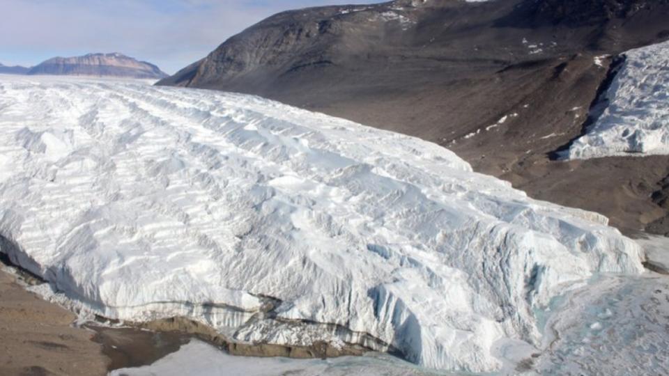Glaciar-Taylor-Cataratas-de-Sangre-Antártida