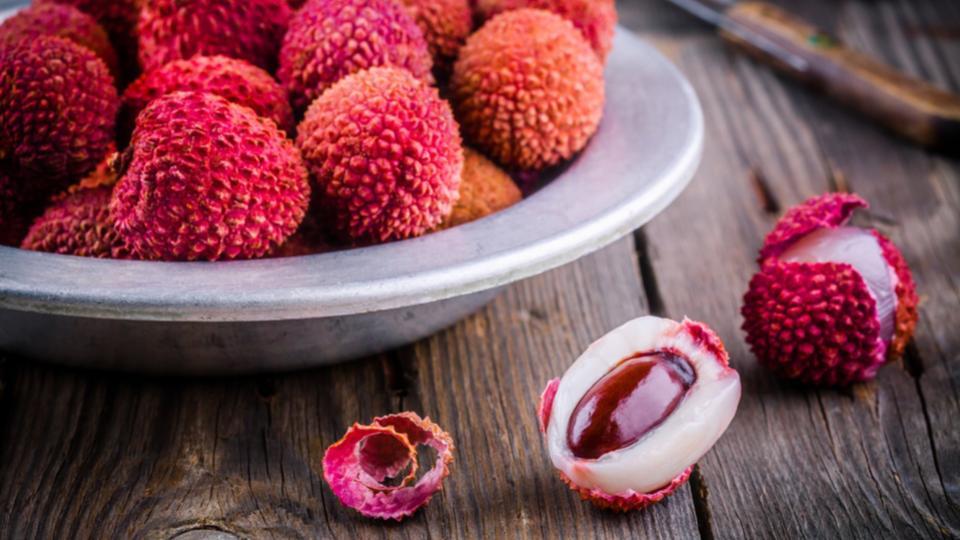Lichi-diferencias-frutas-tropicales-2