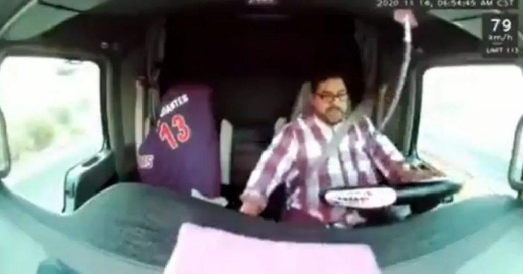 Trailero-esquiva-balas-autopista-Guanajuato-2