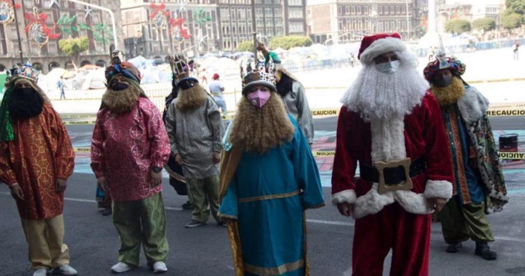 Reyes-Magos-y-Santa-Claus-protesta-Zócalo-2