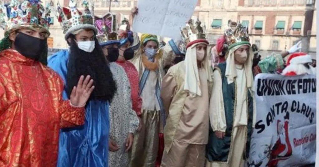 Reyes-Magos-y-Santa-protestan-Zocalo