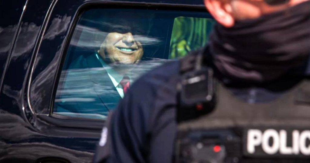 Donald-Trump-balon-nuclear-transferencia-Presidente-Joe-Biden-3