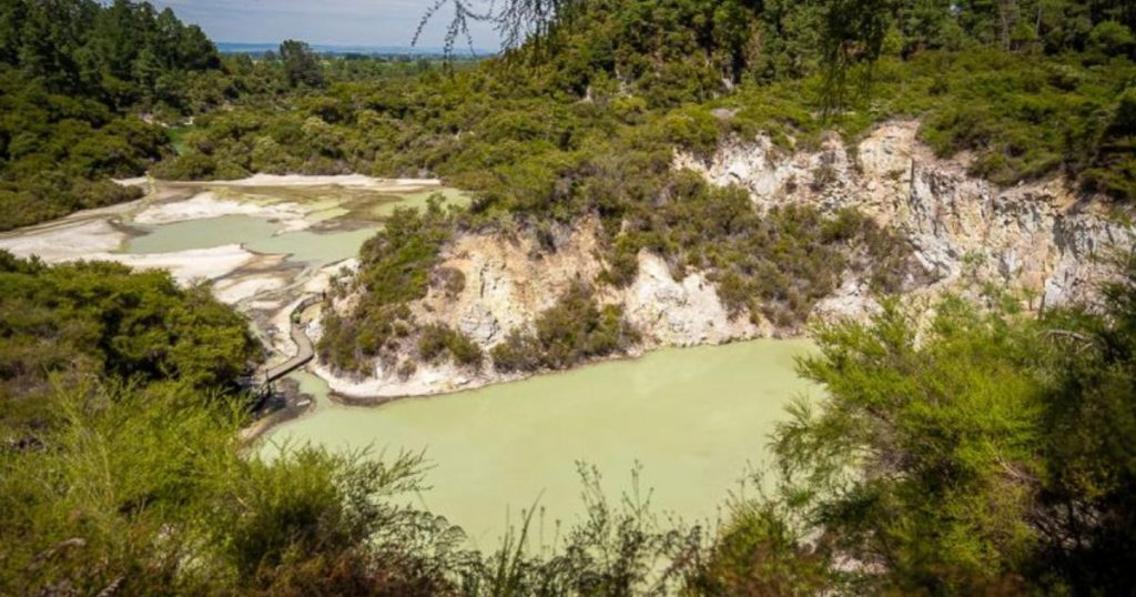 Wai-O-Tapu-parque-geotermal-Nueva-Zelanda-2