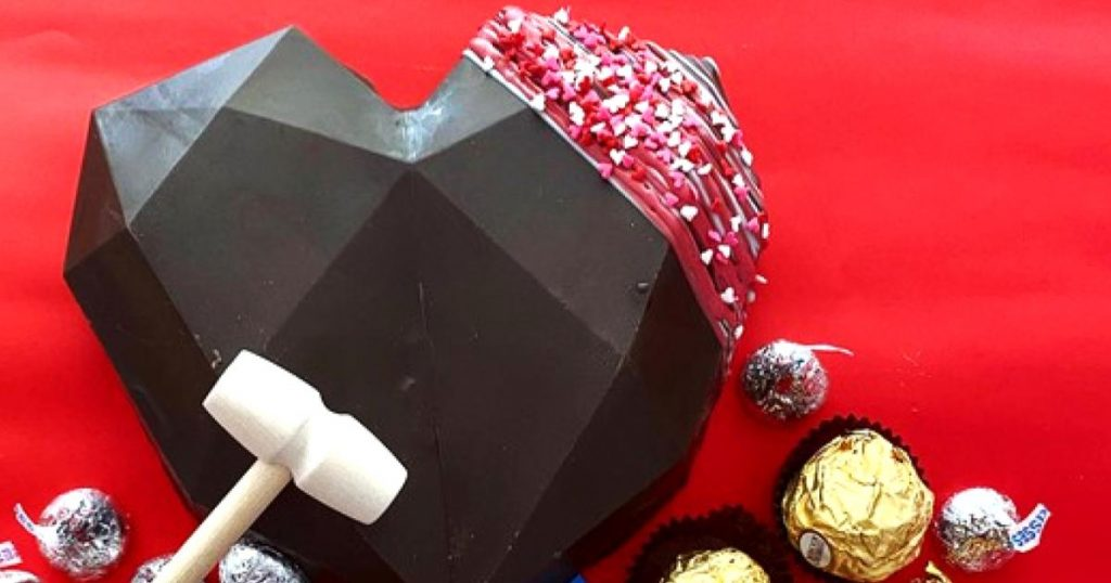 Corazones-de-chocolate-sorpresa-rellenos-dulces