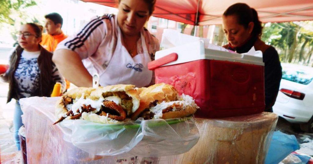 Torta-de-Chilaquiles-contra-Guajolota