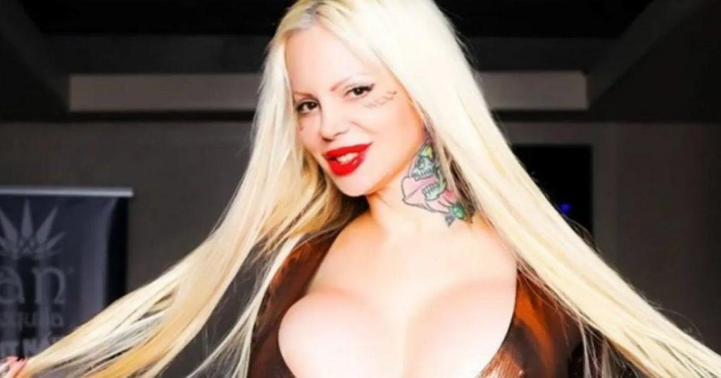 OnlyFans-celebridades-famosas-youtubers-mexicanas-Sabrina-Sabrok