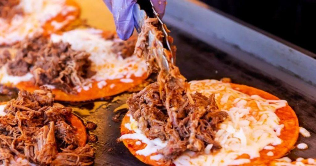 Tacos-de-birria-de-res-con-queso
