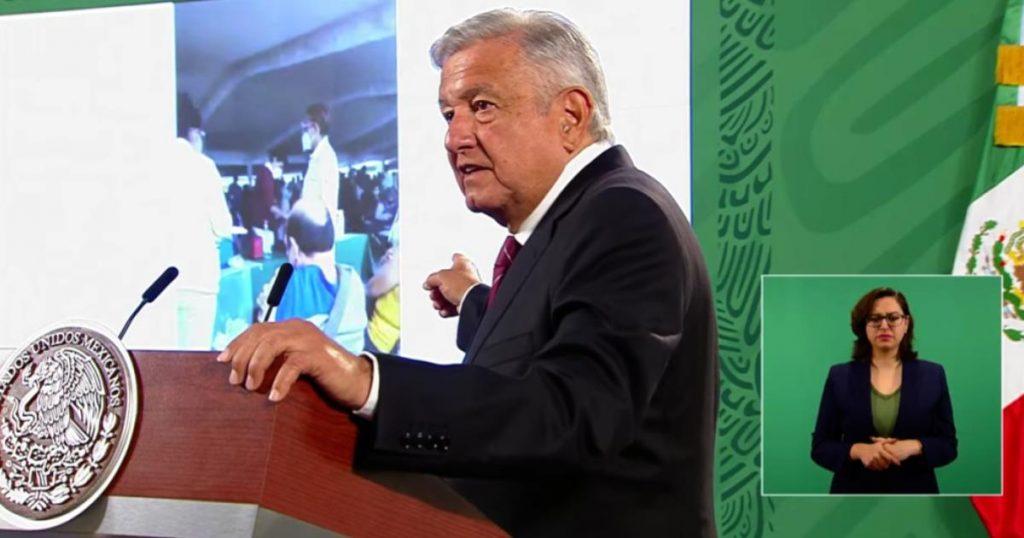 Presidente-AMLO-Montaje-vacuna-vacia