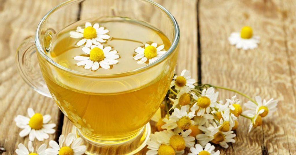 Beber-te-de-manzanilla-como-desinflamar-el-estomago